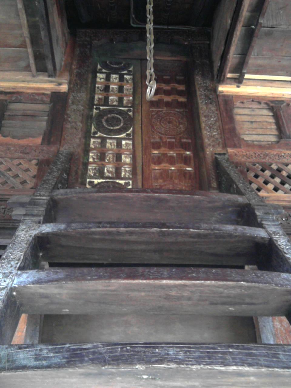Tangga Rumoh Aceh