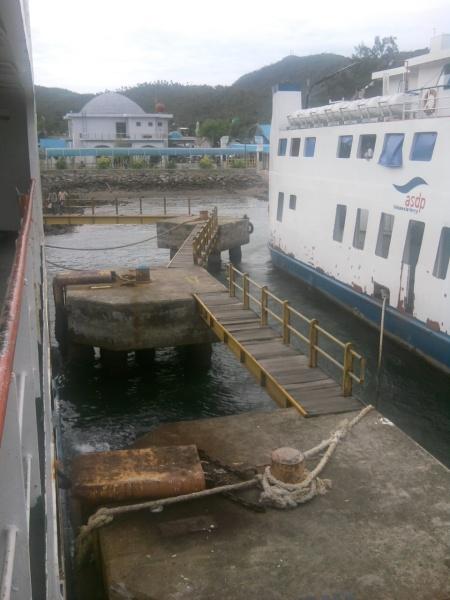 Merapat ke pelabuhan