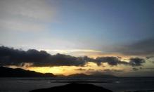 Pelan-pelan matahari pun terbenam di balik Pulo Aceh